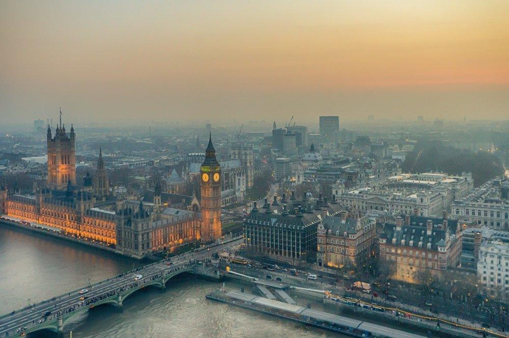 Vista general de la ciudad de Londres, el Támesis con Parlamento y el Big Ben